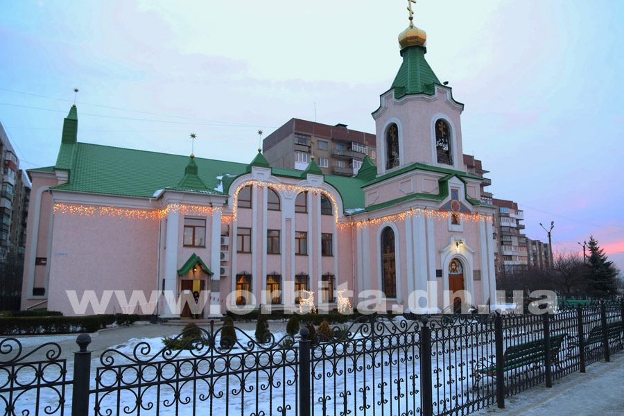 hram_lazurniy_zima