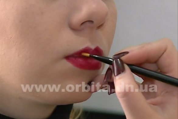 При помощи макияжа сделаем наши губы пышнее и красивее