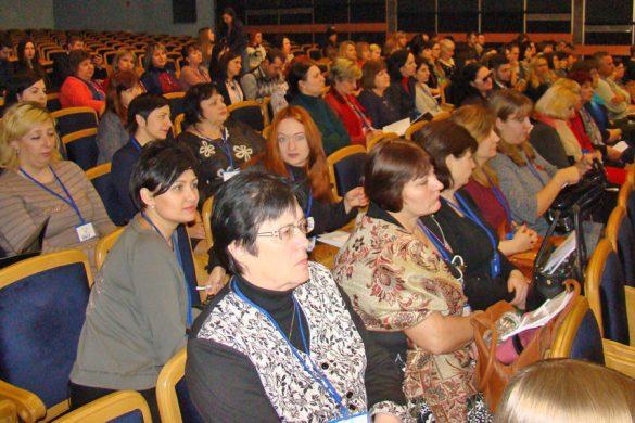 Педагоги 25 городов Украины обсуждали в Покровске систему образования