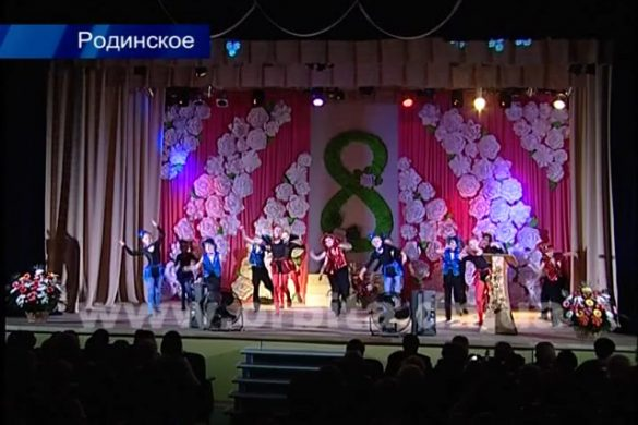 Сергей Фёдоров поздравил женщин Родинского с  8 Марта
