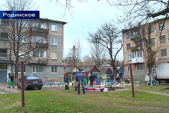 Покровский горсовет и Сергей Федоров предоставили ОСМД Родинского детские площадки