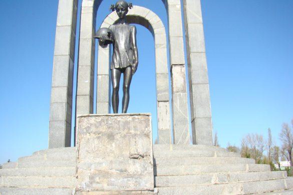 Кто за какой памятник в Покровске отвечает?