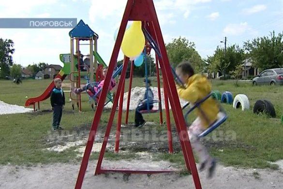 В районе ОШ №15 появилась новая современная детская площадка