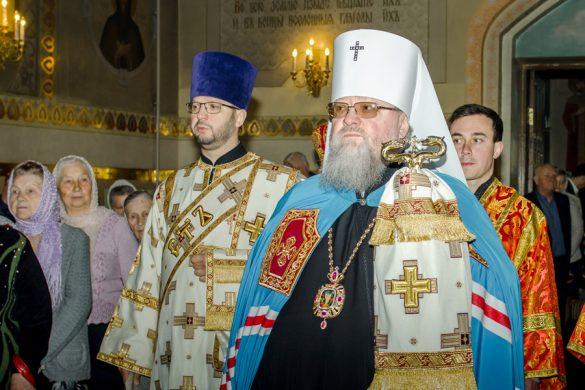 В День жен-мироносиц в Свято-Владимирском храме прошла архиерейская служба