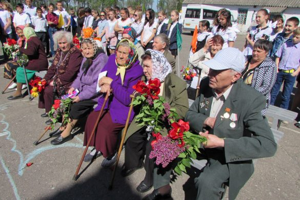 ШУ «Покровское» накануне 9 Мая традиционно поздравило ветеранов п. Шевченко
