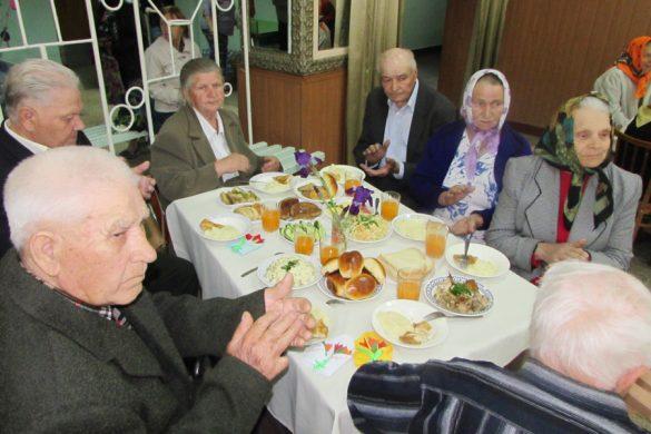 В День памяти и примирения ШУ «Покровское» организовало концерт и обед в пос.Шевченко