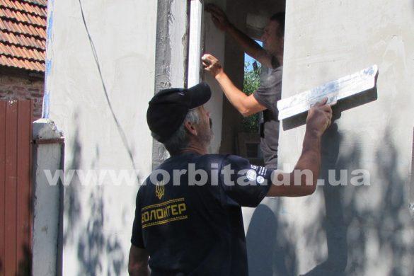 Волонтеры со всей Украины отремонтировали дома жителей Покровска и района