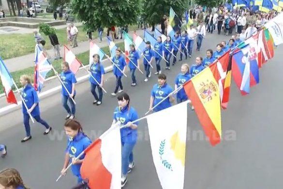Мэр Покровска в костюме викинга радушно принимал гостей со всей области в День Европы
