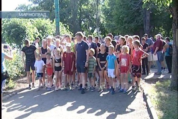 Праздничным забегом и концертом в Мирнограде отметили День Конституции