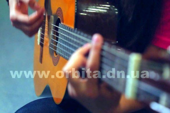 Гитаристка Алина Сбитнева - всегда и везде с музыкой