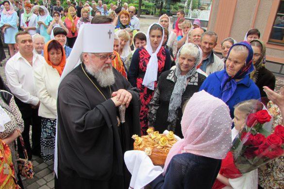 Митрополит Илларион возглавил богослужение в Покровске