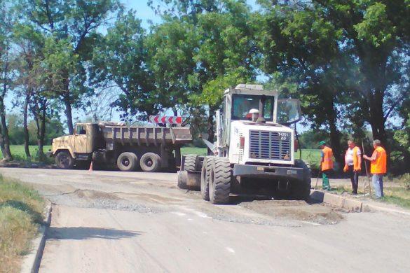 В поселке Шевченко начался ремонт дорог