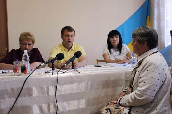 Покровскому голове задавали острые вопросы на приеме в поселке Шевченко