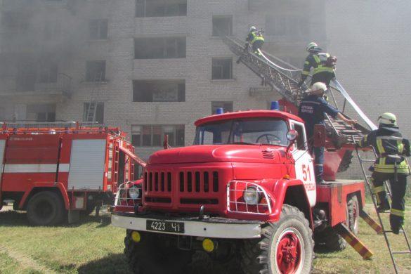 В Покровске спасатели, медики и правоохранители учились действовать во время чрезвычайной ситуации