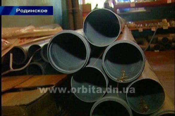 Власти Родинского продолжают готовить жилой фонд города к зиме